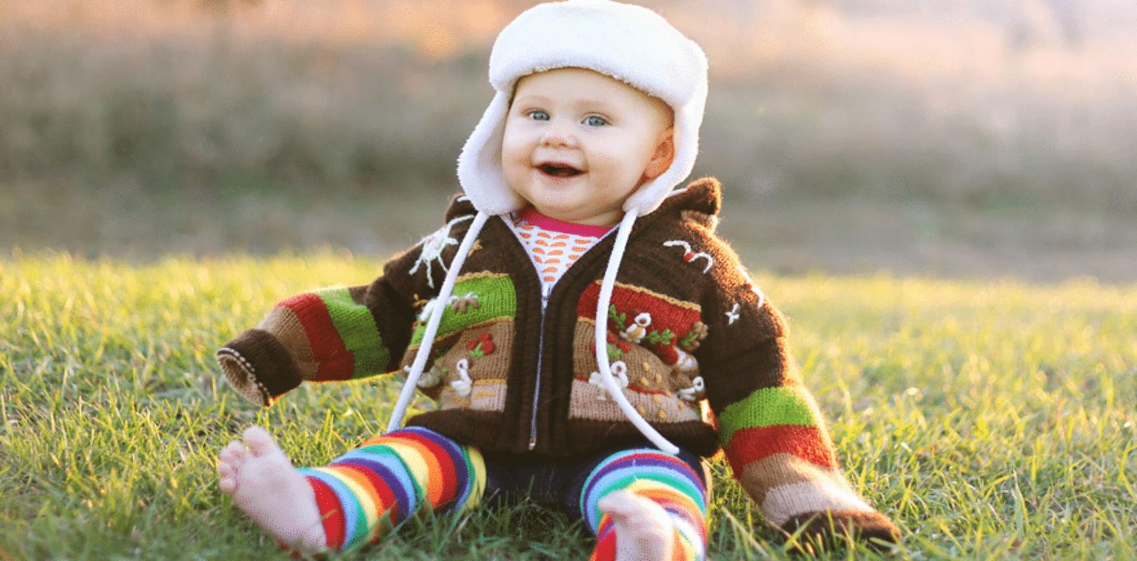 Bild eines Baby im achten Monat