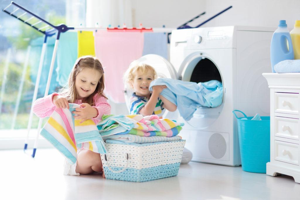 Bild Kinder helfen im Haushalt