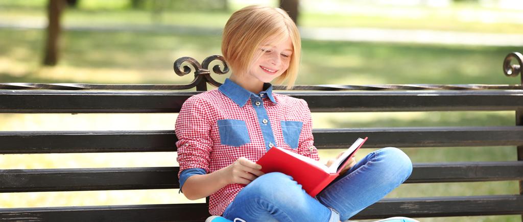 Bild eines Mädchen beim Lesen