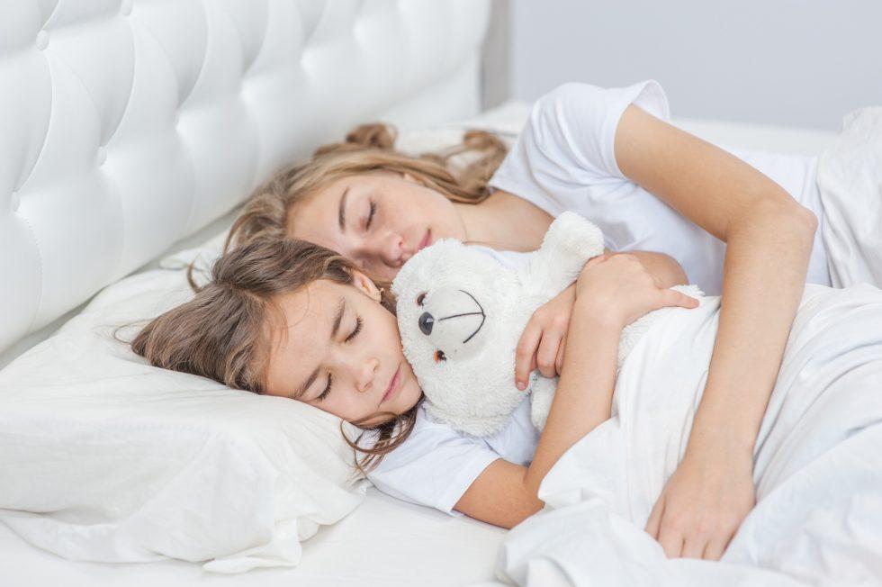 Bild: Kinder schlafen nicht alleine