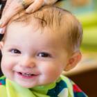 Bild eines Kindes beim Friseur