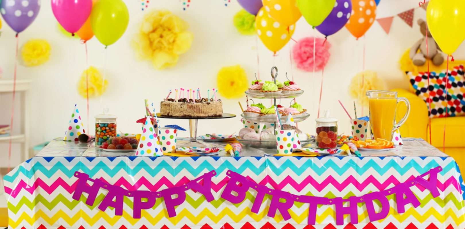 Bild Geburtstagstisch mit Geschenken