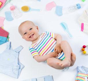 Bild eines Baby mit Geschenken