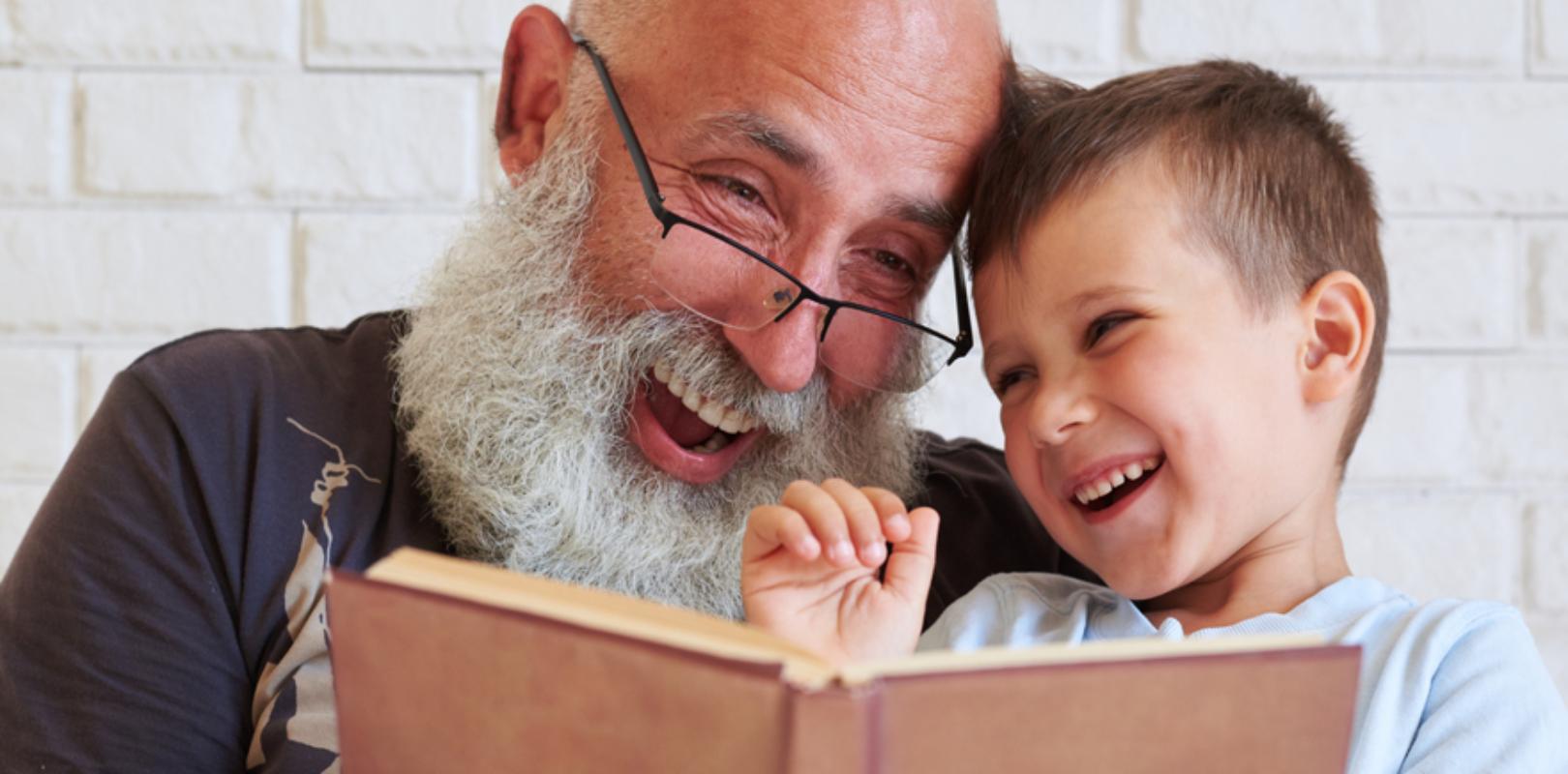 Bild eines Opa und sein Enkel