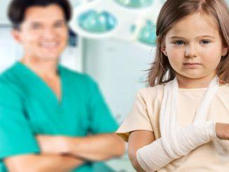 Bild eines verletzten Kindes im Krankenhaus