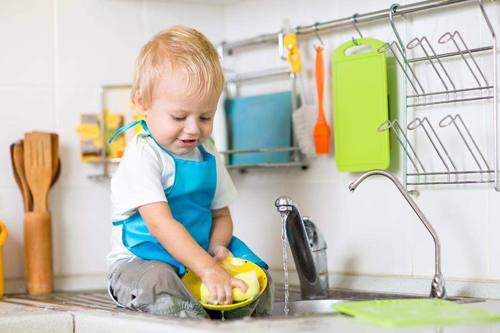 Bild Baby wäscht ab