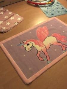 Bild Kinderteppiche mit Einhorn und Sternemuster