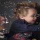 Bild von Einstein und Kleinkind beim Lernen