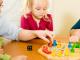 Bild Familie beim Spielen