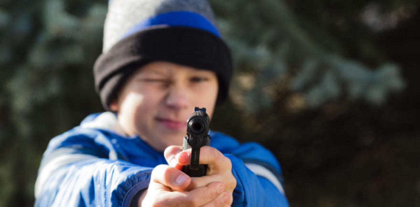 Spielzeugwaffen im Kinderzimmer gefährlich?