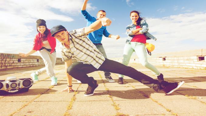 Bild von Jugendlichen beim Sport ( Breakdance )