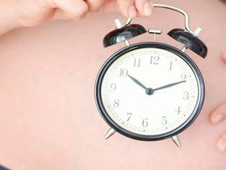 Bild Uhr und Bauch in der SSW