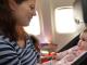 Bild Mutter mit Säugling im Flieger