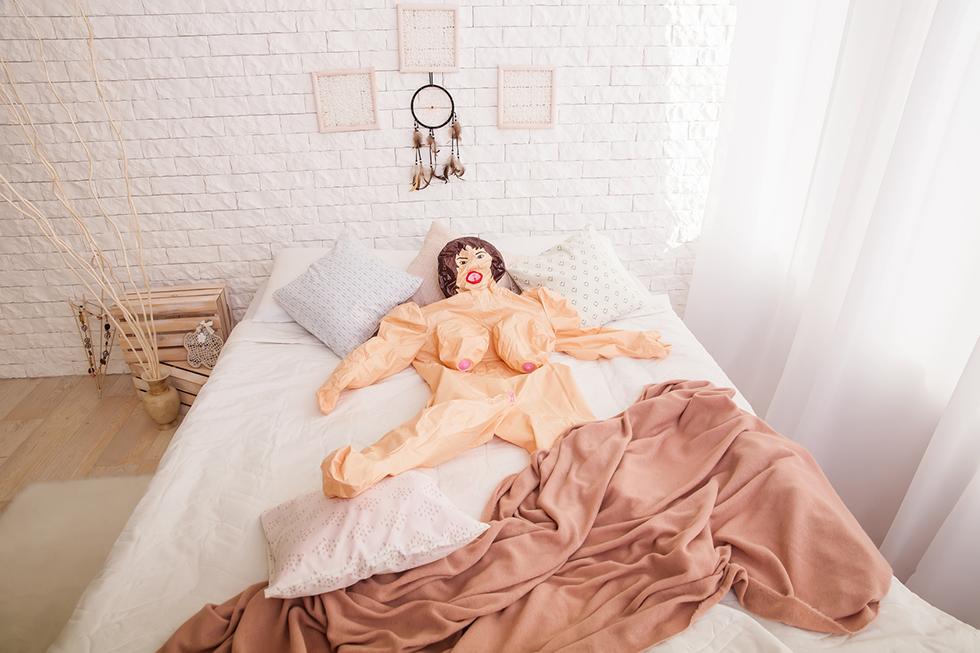 Bild einer nicht aufgeblasenen Sexpuppe